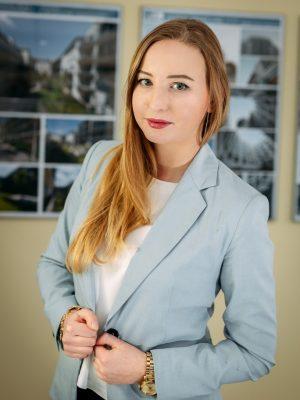 SARA BZOWSKA